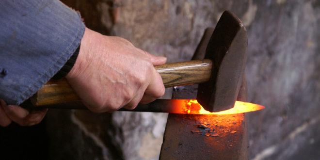 devenir forgeron ferronnier métal